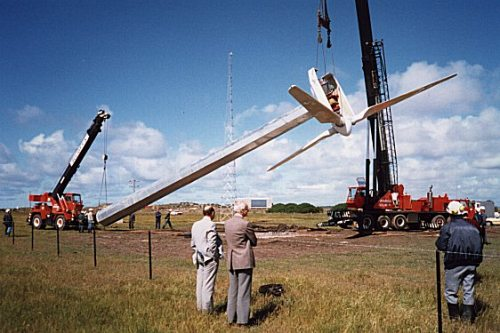 SECV erecting the Breamlea wind turbine