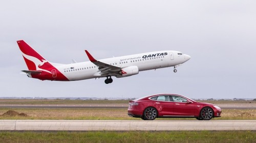 Qantas 737 VH-XZI takes on a Tesla Model S electric car at Avalon. (Qantas)