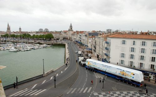 Final X'Trapolis bodyshell arrives at the port of La Rochelle for loading (via Alstom media release May 4th, 2004)